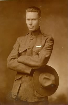 Lyle Lawrence Carringer (1891-1976) - in Marine uniform in 1918 in San Diego - Fold3.com
