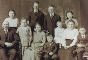 Frank and Mary (BAUER) WOLETZ's Family