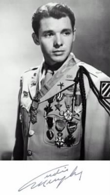 Audie_Murphy_uniform_medals.jpg
