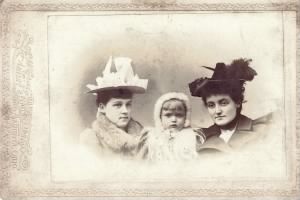 alice Kelly with sisters Claire & Mabel Creighton.jpg