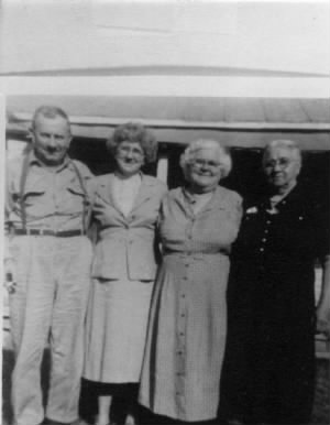 Roma Whitten with sisters Eunice, Florence, and Henrietta Whitten.