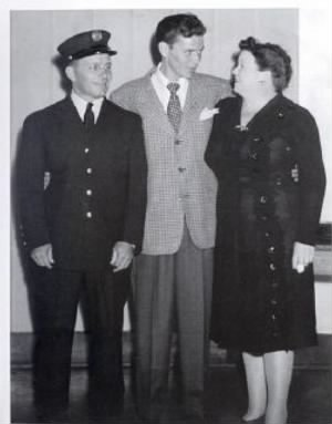 frank sinatra and parents.jpg