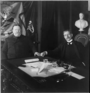 William_Howard_Taft_and_Elihu_Root_seated_at_desk.jpg